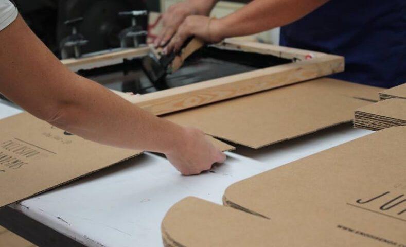 Diseño de interiores con cartón para que tu negocio destaque
